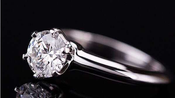 济南十克拉钻戒回收多少钱?钻石回收价格怎么算